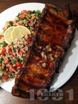 Мариновани свински ребра със свежа салата от киноа и чери домати - снимка на рецептата